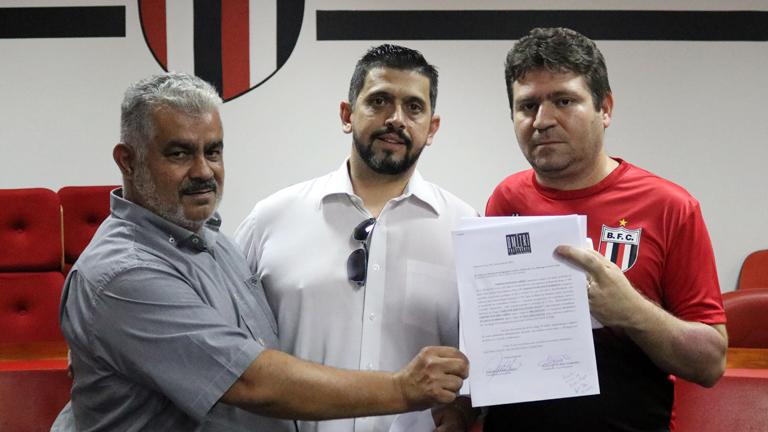 Dmitri Abreu oficializa candidatura para eleição